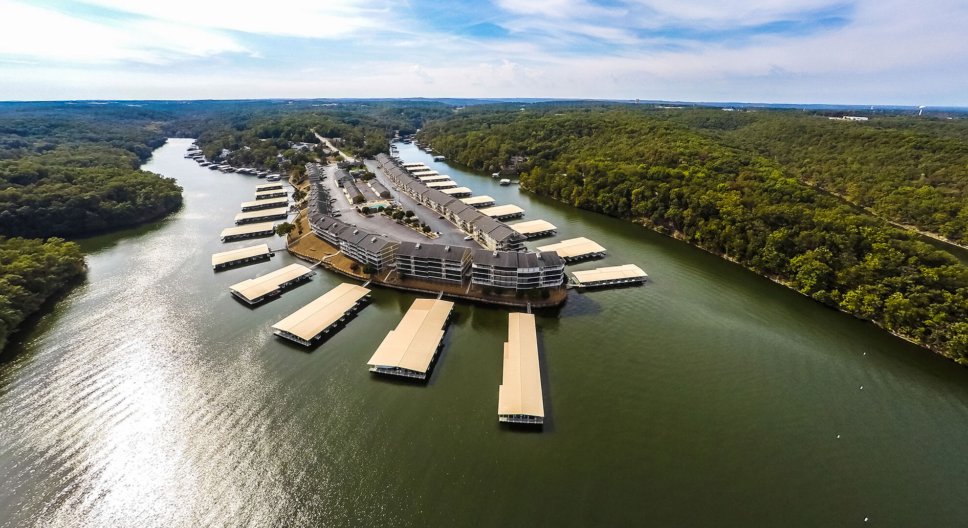 Lazy Days Condominiums   Lake of the Ozarks Vacation Rentals